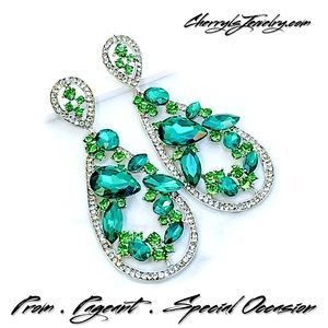 Jewelry - NEW PROM PAGEANT Emerald Green Crystal Earrings
